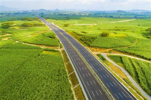 为避免逢节易堵状况  柳南高速将建成双向八个车道