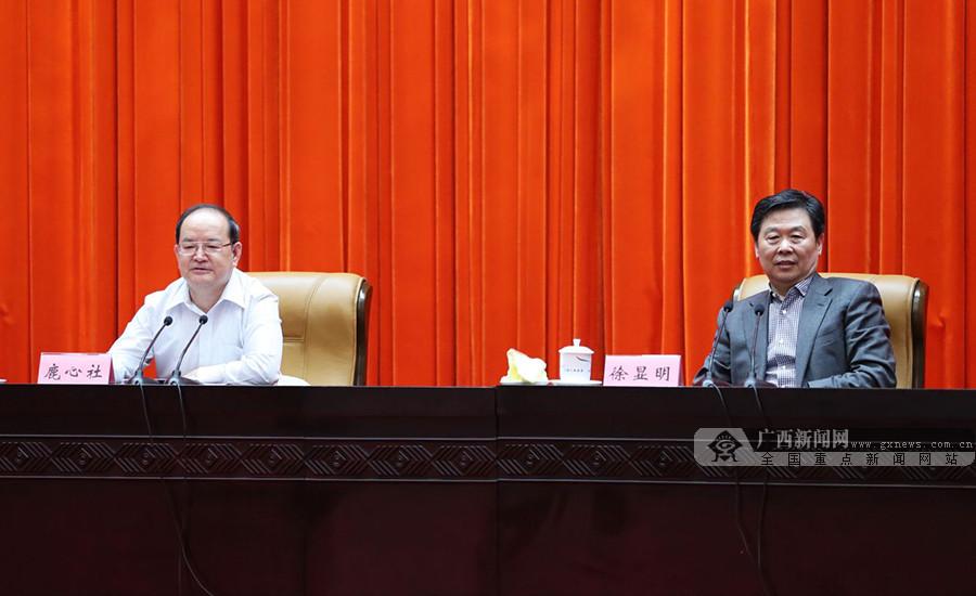 """""""双百""""活动自治区党委理论学习中心组专场报告会举行"""