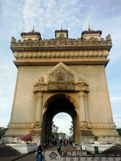 汽车拉力赛老挝站发车  赛段近200公里(组图)