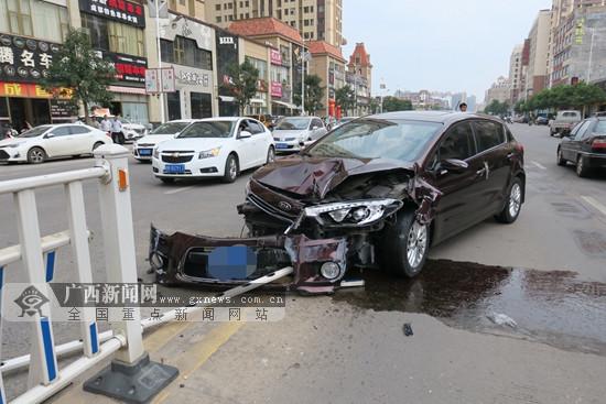女司机吃感冒药后开车撞上护栏 事发玉林(图)