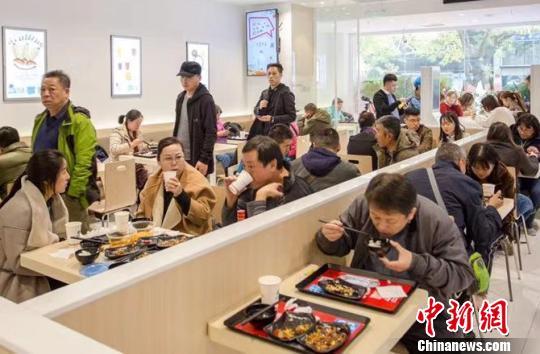 无厨师智能快餐店亮相北京恩施花枝茶