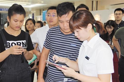 南宁24小时不打烊办证速度快  电子证照实现业务全覆盖