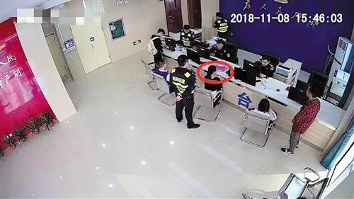 网络在逃女怕被人认出微整容补办证件被警方识破