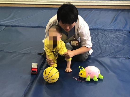 """广西江滨医院救治首批""""明天计划""""残疾孤儿"""