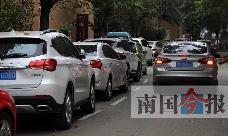 """乱停车问题排柳州创城""""硬伤""""第3位 如何缓解?(图)"""