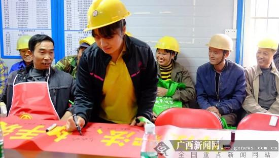 ag电子游艺官网市总工会服务农民工法治宣传在前锋苑举行