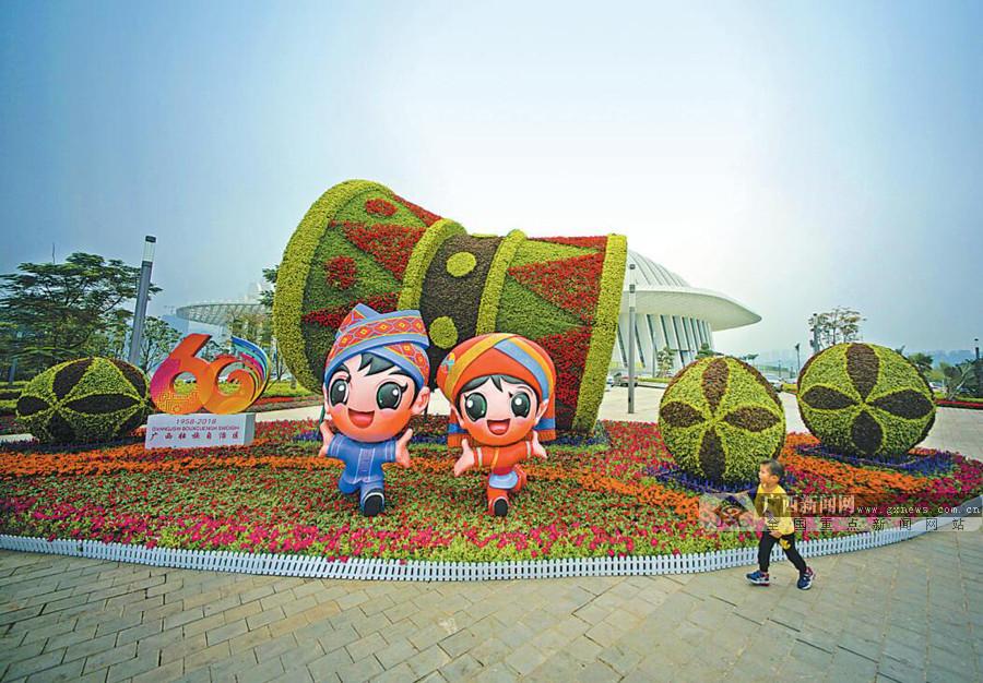 喜迎自治区成立60周年 首府南宁街头处处花团锦簇