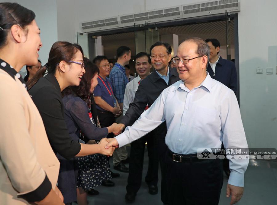 鹿心社陈武检查自治区成立60周年大庆筹备工作