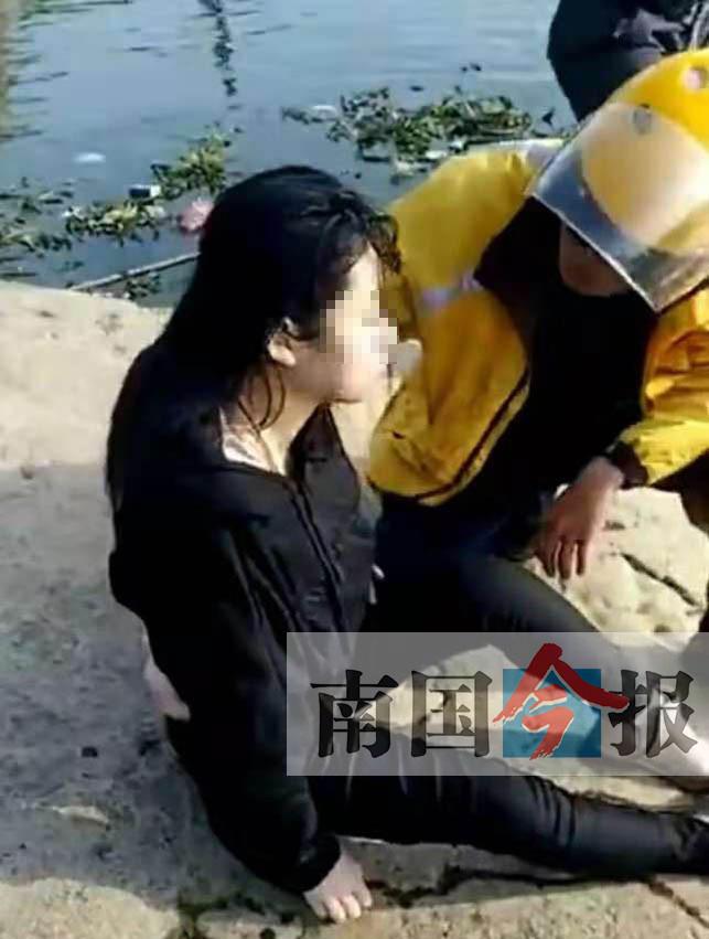见到女子漂浮在红水河里 外卖哥果断救人一命(图)