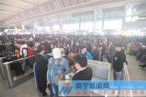bob娱乐:南宁铁路迎小长假客流高峰 广深、大理方向较热门