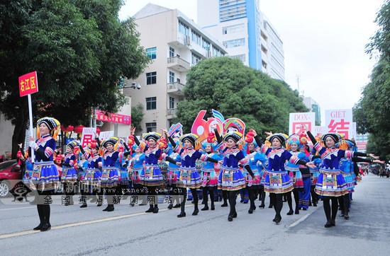 """""""千姿百色 多彩壮乡""""民族文化巡游展演活动举行"""