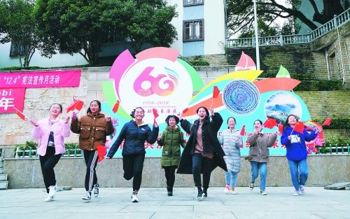 龙胜各族自治县:迎接自治区成立60周年喜气浓