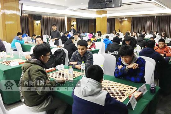 广西首次举办全区国际跳棋公开赛 近百人参与角逐