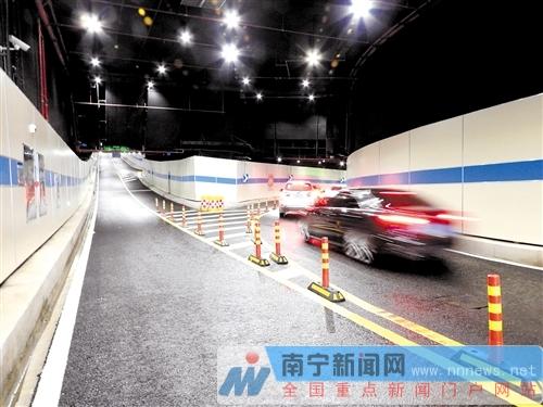 南宁五象新区构建高效立体交通网络 沿线交通便利