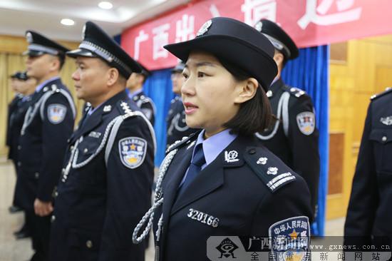 广西出入境边防检查总站举行集体换装仪式(组图)