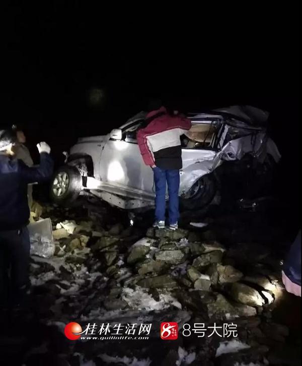 突发!桂林一小车坠落悬崖 车上5人死伤惨重