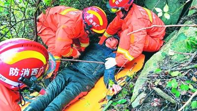 男子不小心跌落山崖    消防和保安联手抢救送医