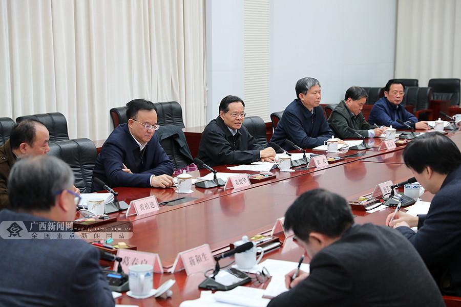 自治区政府召开座谈会 征求《政府工作报告》意见建议