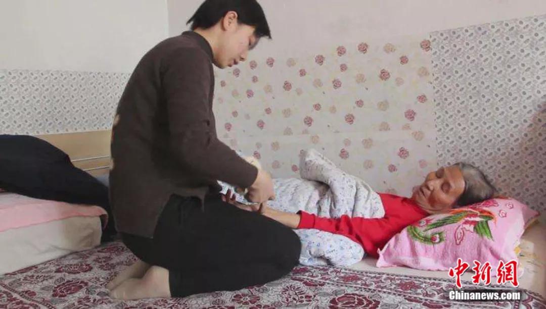 24年,殘疾的她一路奔跑,從棄嬰到大學研究生…