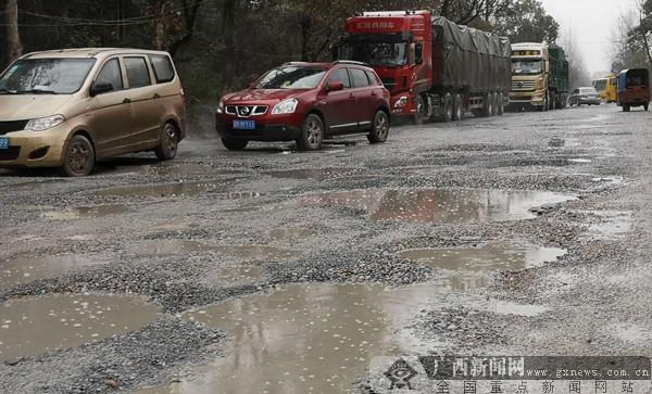 国道新黄沙河段交付使用不到半年 出现损坏