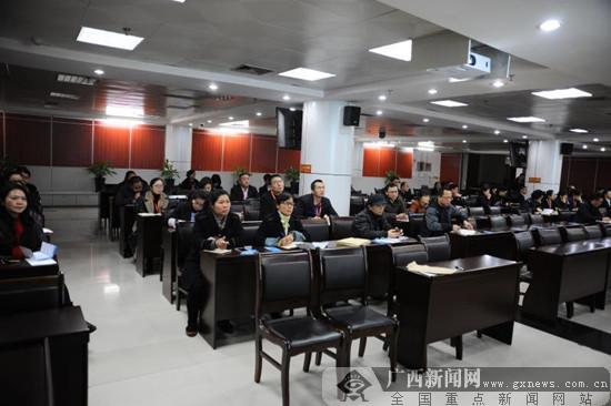 """南宁:精准派送政策""""红包""""  个税辅导走进区政务中心"""