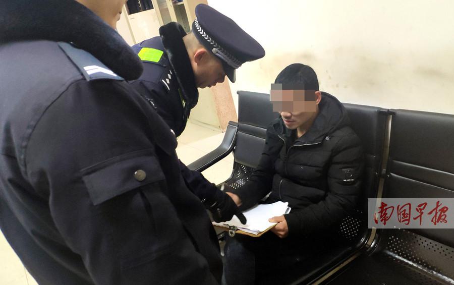 南宁民警明查暗访 连日抓获多名扒窃嫌疑人(图)