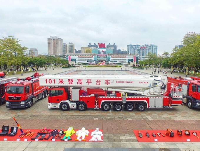 贵港:高精尖消防装备亮相 101米登高消防车好厉害