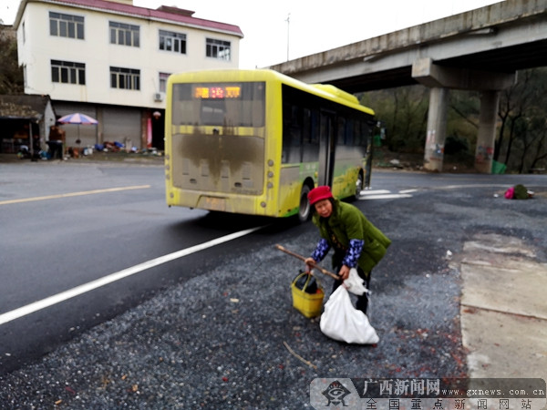 灌阳文市公交不容公交车 公交方便群众成空话
