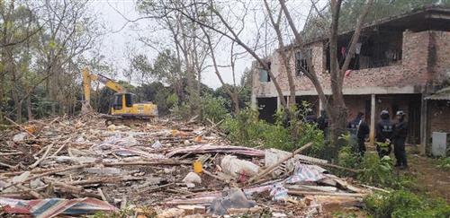 邕江边非法养殖   29处非法养殖棚被清理拆除