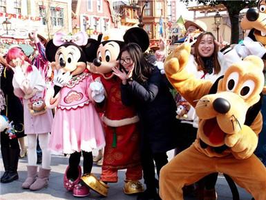 """上海迪士尼乐园推出系列""""新年大餐"""""""