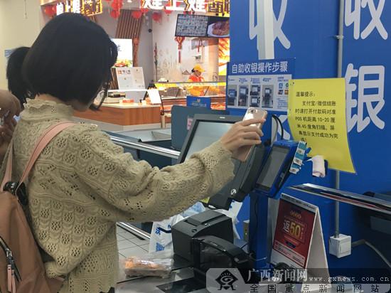 """年味渐浓 广西12家沃尔玛门店""""年货一条街""""亮相"""