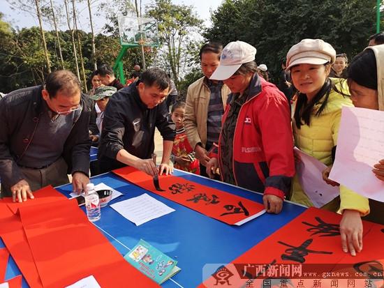 """西乡塘区:""""文化惠民""""进村屯 助力脱贫攻坚"""
