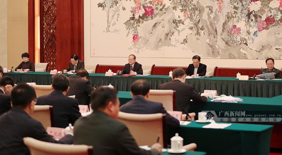 自治区党委常委会召开会议