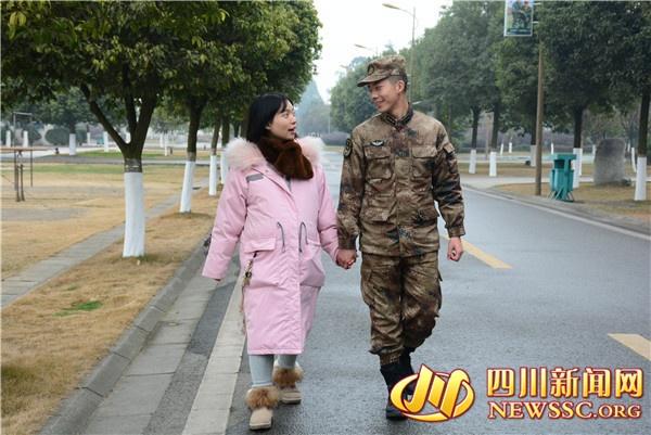 【新春走基层】从石家庄到德阳 妻子赶赴军营陪丈夫过年