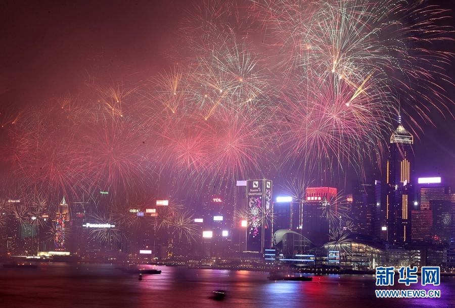望着维港宁静的海面,准备搭巴士回家的罗先生分享了他的新年愿望