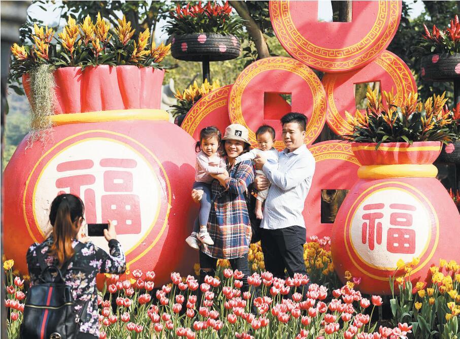 高清:春节期间南宁各景区吸引游客前来赏花过大年