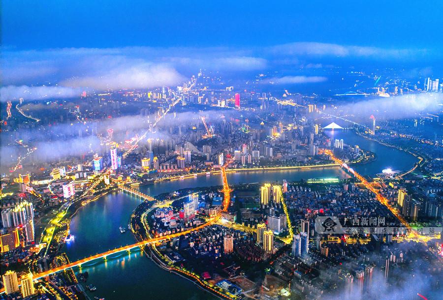 璀璨灯火构成一幅美丽画卷 市民游客欣赏首府之美