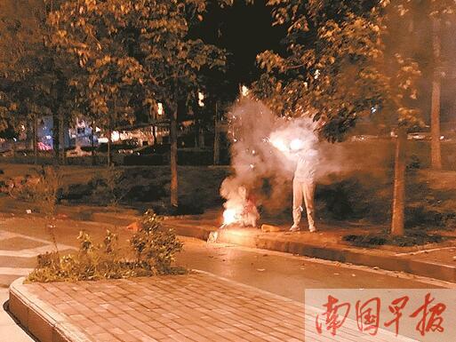 在禁放区违规储存、燃放烟花爆竹 南宁3家企业和44人被罚