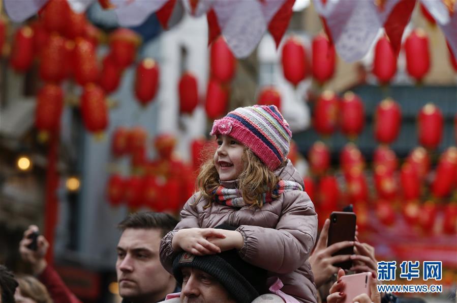 伦敦举行新春巡游庆祝中国春节