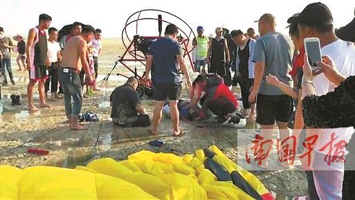 北海银滩一滑翔机高空坠落 肇事者竟是风筝(图)