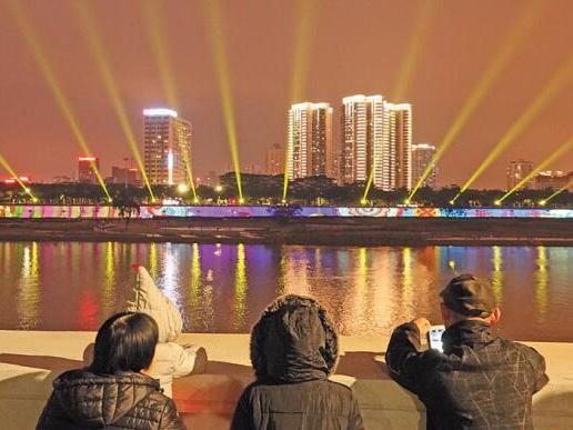 高清:壮乡风情的美丽图腾 南宁灯光秀表演