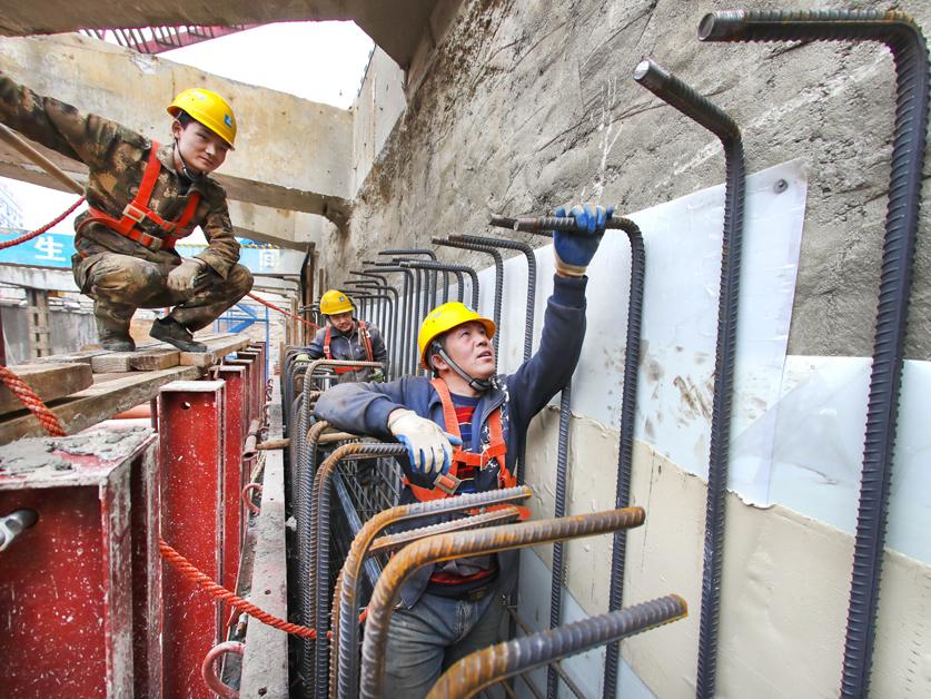 14日焦点图:春节假期结束 南宁地铁5号线全面复工
