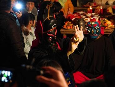 江西南丰:傩舞闹新春