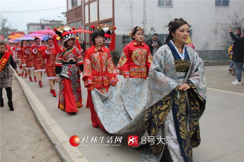 桂林:宛田林家寨140多名外嫁女集体回村拜年