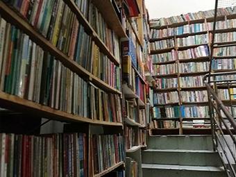 东兴藏书老人去世 捐赠超十万册图书
