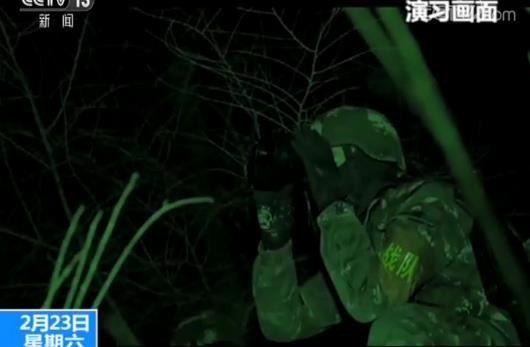 武警新疆总队特战队员天山雪域特战对抗 锤炼反恐技能