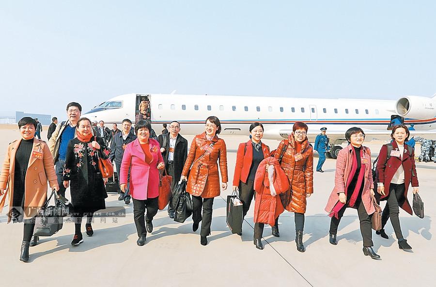 住桂全国政协委员抵京 出席全国政协十三届二次会议