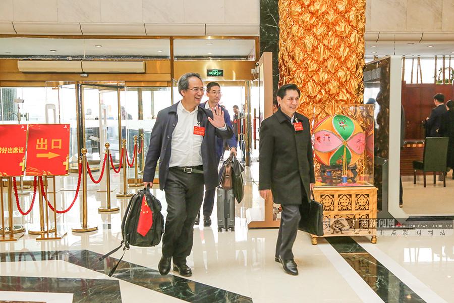 肩负全区各族人民期望 广西代表团抵京