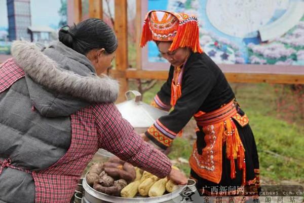 平乐乡村桃花节 民俗表演地方美食令游人流连忘返