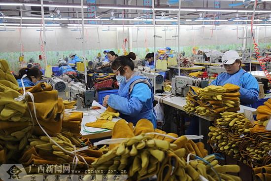 大化农民工创业园带动1900余人就业